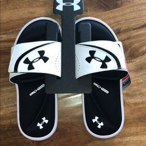 Under Armour slide/sandal size 3 NWT's